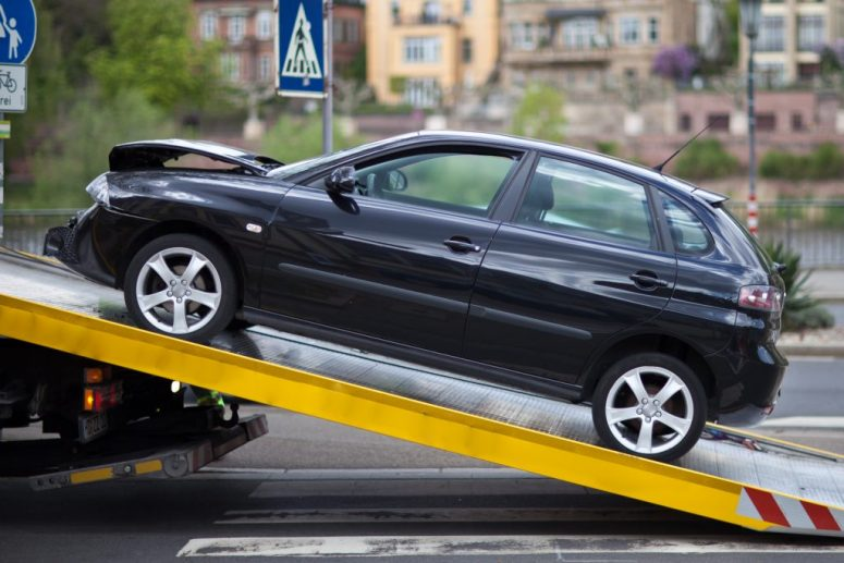 What to Look for in a Scrap Car Removal Service in Toronto