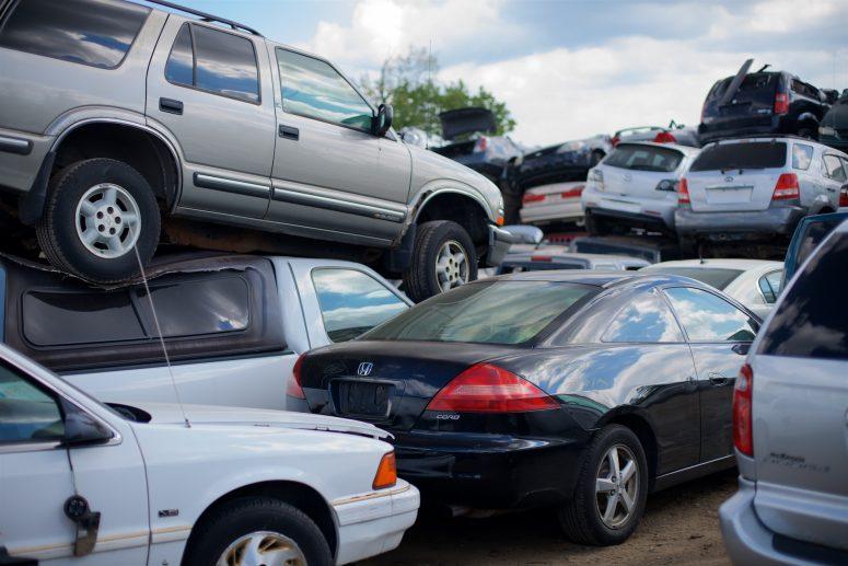 Scrap_cars_in_junkyard